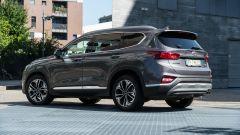 Nuova Hyundai Santa Fe 2019: vista 3/4 posteriore