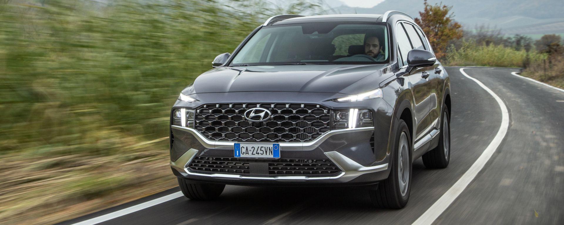 Nuova Hyundai Santa Fe: il SUV diventa full hybrid