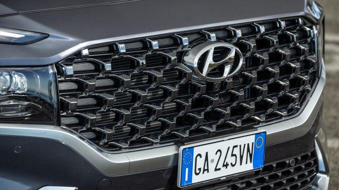 Nuova Hyundai Santa Fe: la nuova calandra