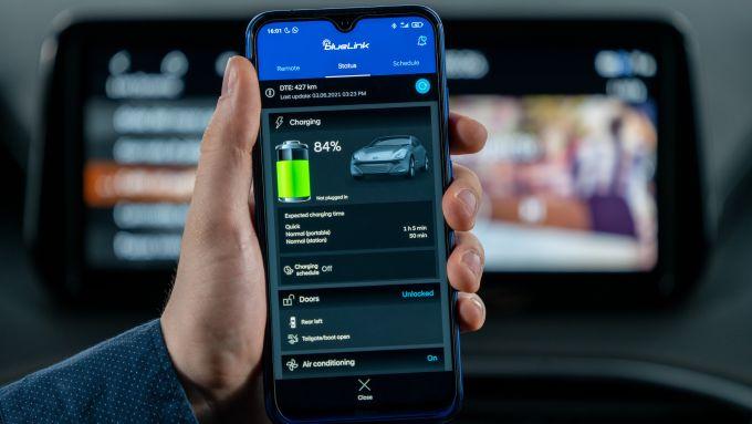 Nuova Hyundai Santa Fe PHEV: connessione al web per i servizi SmartLink