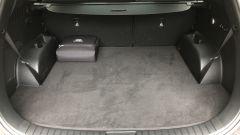 Nuova Hyundai Santa Fe PHEV: il grande vano bagagli con la valigetta dei cavi di ricarica