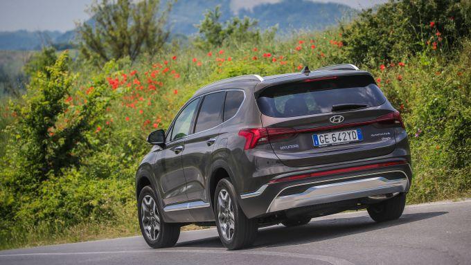 Nuova Hyundai Santa Fe PHEV: il SUV coreano con motore ibrido alla spina