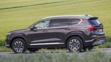 Nuova Hyundai Santa Fe PHEV: visuale laterale