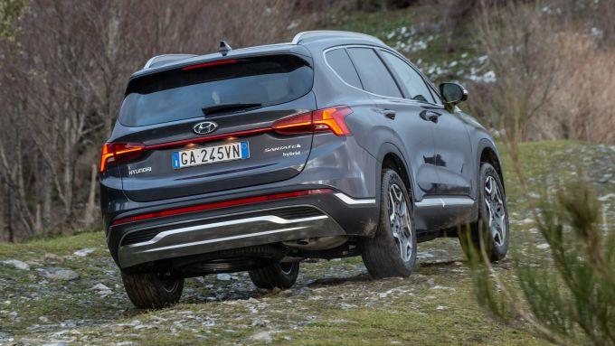 Nuova Hyundai Santa Fe: visuale di 3/4 posteriore