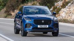 Jaguar E-Pace restyling, nuovo look e (ovvio) il plug-in hybrid - Immagine: 3