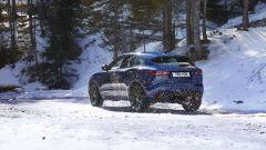 Jaguar E-Pace restyling, nuovo look e (ovvio) il plug-in hybrid - Immagine: 4