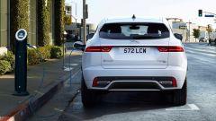 Jaguar E-Pace restyling, nuovo look e (ovvio) il plug-in hybrid - Immagine: 7