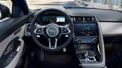 Jaguar E-Pace restyling, nuovo look e (ovvio) il plug-in hybrid - Immagine: 9