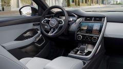 Jaguar E-Pace restyling, nuovo look e (ovvio) il plug-in hybrid - Immagine: 10