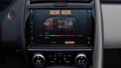 Jaguar E-Pace restyling, nuovo look e (ovvio) il plug-in hybrid - Immagine: 13