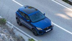 Jaguar E-Pace restyling, nuovo look e (ovvio) il plug-in hybrid - Immagine: 15