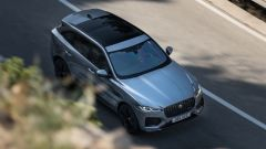 Jaguar F-Pace facelift, nuovi interni e due motori ibridi - Immagine: 4