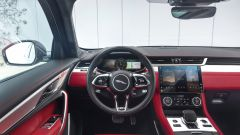 Jaguar F-Pace facelift, nuovi interni e due motori ibridi - Immagine: 6