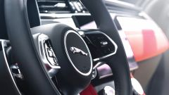 Jaguar F-Pace facelift, nuovi interni e due motori ibridi - Immagine: 8