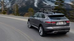 Jaguar F-Pace facelift, nuovi interni e due motori ibridi - Immagine: 16