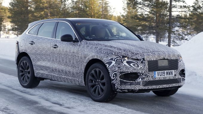 Nuova Jaguar F-Pace: il prototipo del SUV inglese pizzicato sulla neve
