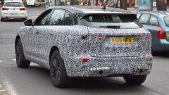 Nuova Jaguar F-Pace: le prime foto del facelift, vista 3/4 posteriore