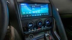 Nuova Jaguar F-Type 2020: il touchscreen del sistema infotainment