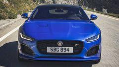 Nuova Jaguar F-Type 2020: su strada la sportiva del Giaguaro
