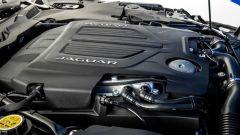 Nuova Jaguar F-Type 2020: uno dei motori a disposizione montato in posizione longitudinale