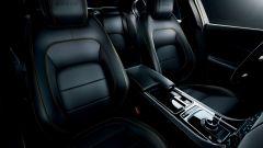 Jaguar XE 300 Sport Edition, la potenza si fa in quattro - Immagine: 4
