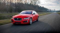 Jaguar XE 300 Sport Edition, la potenza si fa in quattro - Immagine: 10