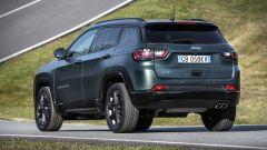 Nuova Jeep Compass 2021: la 80° Anniversario, vista di 3/4 posteriore