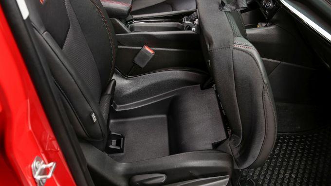Nuova Jeep Compass 2021: la Trailhawk 4xe, il pozzetto sotto il sedile
