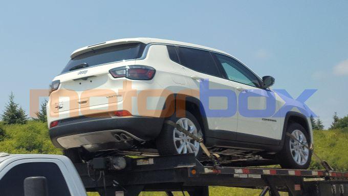 Nuova Jeep Compass mHEV mild hybrid, vista 3/4 posteriore