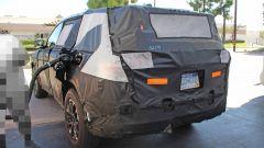 Nuova Jeep Grand Cherokee 2021 durante il rifornimento