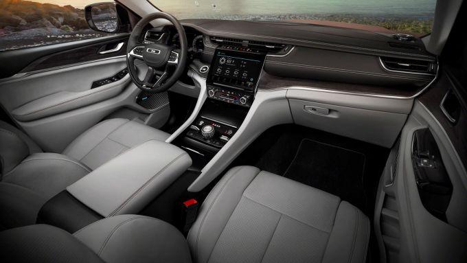 NUova Jeep Grand Cherokee L 2021: l'abitacolo della berlina sarà uguale al SUV?
