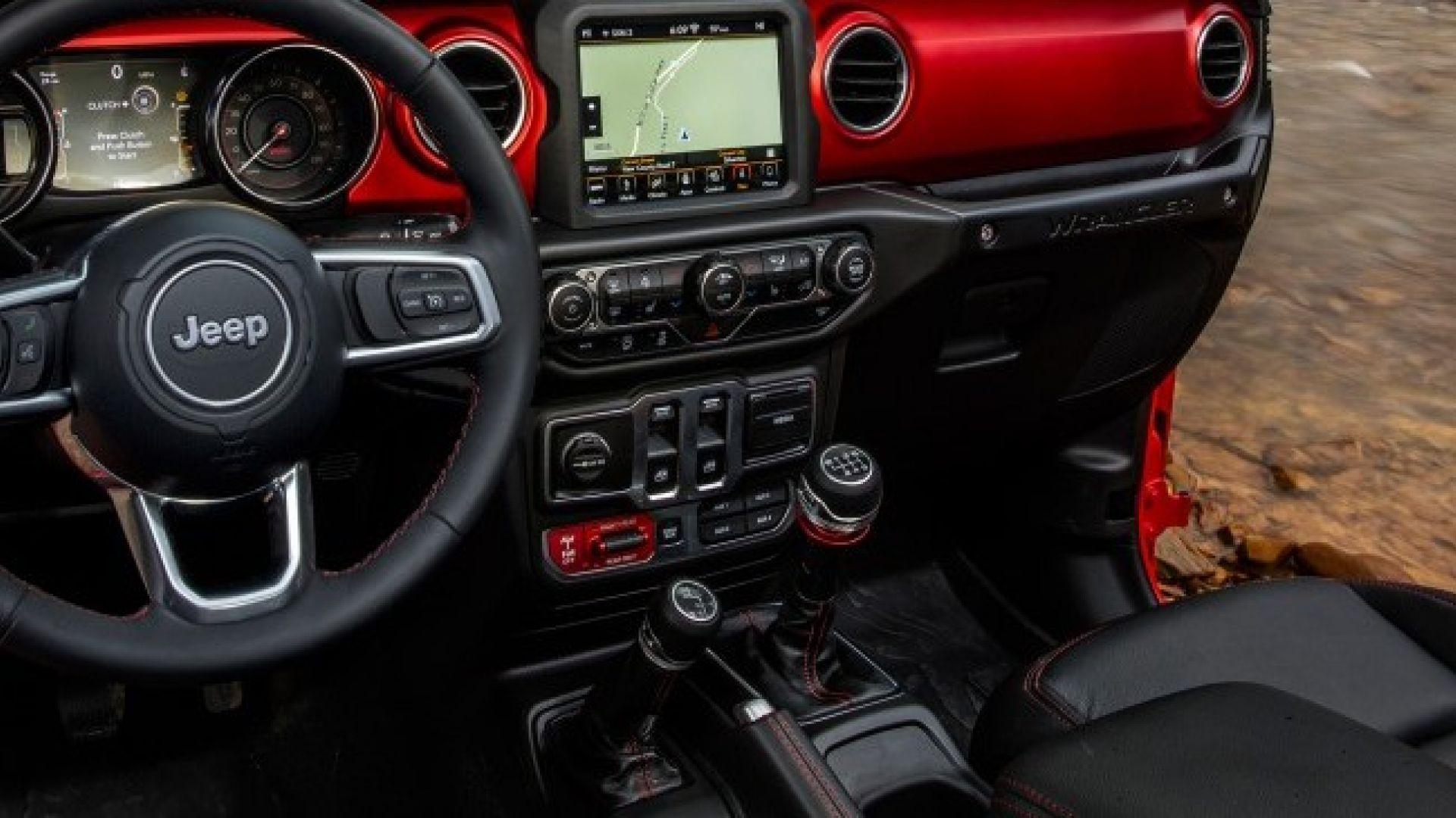 nuova jeep wrangler  svelati gli interni dell u0026 39 abitacolo