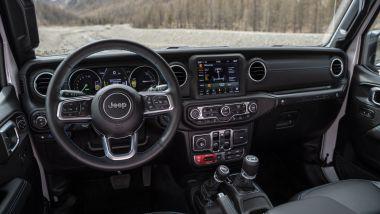 Nuova Jeep Wrangler 4xe: la plancia del fuoristrada americano