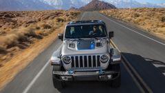 Jeep Wrangler 4xe, l'ibrido plug-in mostra il suo lato più selvaggio - Immagine: 2