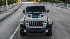 Jeep Wrangler 4xe, l'ibrido plug-in mostra il suo lato più selvaggio - Immagine: 7