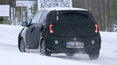 Nuova Kia Picanto 2020: dietro il camuffamento si nota il paraurti posteriore modificato