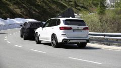 Nuova Kia Sorento 2020: il muletto seguito da una BMW X5