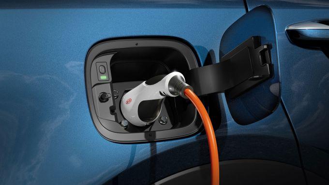 Nuova Kia Sorento Plug-in Hybrid: lo sportello di ricarica delle batterie