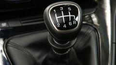 Nuova Lancia Ypsilon Hybrid: la leva del cambio a 6 marce