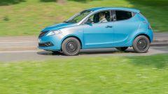Nuova Lancia Ypsilon Hybrid: la prova su strada della citycar italiana con motore elettrificato