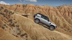 Nuova Land Rover Defender 2020 guadagna 6 cm di luce a terra