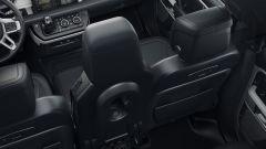 Nuova Land Rover Defender 2020: il terzo posto supplementare tra i sedili anteriori