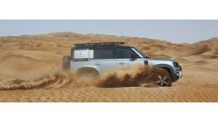 Nuova Land Rover Defender 2020: niente comandi manuali, in off-road ci pensa il Terrain Response