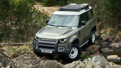 Nuova Land Rover Defender 2020: ostacoli difficili visti da fuori