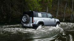 Nuova Land Rover Defender 2020, vista 3/4 posteriore