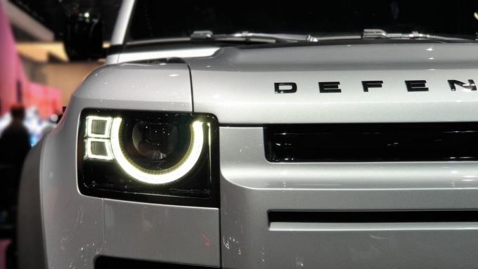 Nuova Land Rover Defender: dettaglio frontale