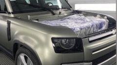 Nuova Land Rover Defender, la foto rubata del frontale
