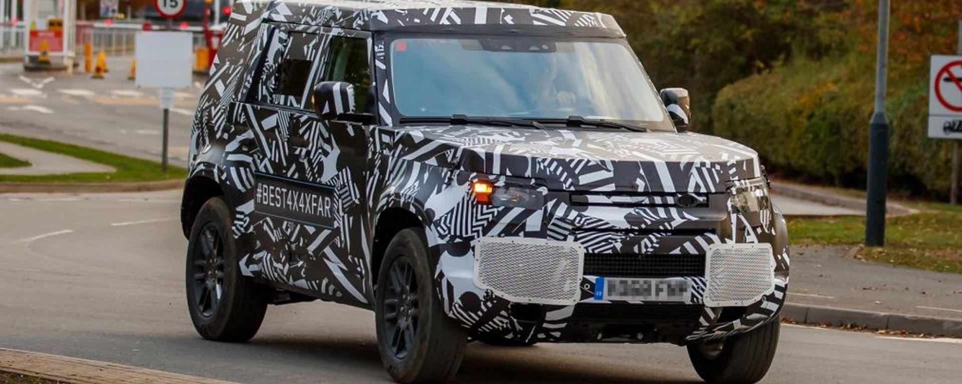 Nuova Land Rover Defender, prime foto spia
