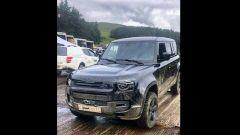 Nuova Land Rover Defender sul set di James Bond