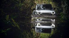 Nuova Land Rover Defender V8: il test di profondità massima di guado è 90 cm